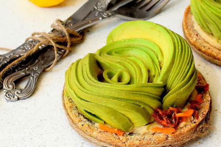 Avocado and Spicy Butter Bean Puree on Superfood Tartlet